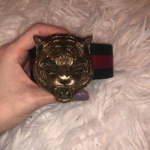Gucci feline buckle adjustable belt